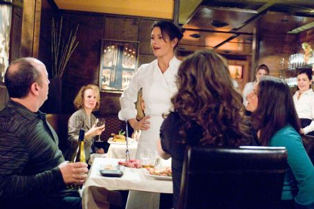 "No Reservations (L-r) ROB LEO ROY as Rare Steak Man, CATHERINE ZETA-JONES as Kate and LORCA SIMONS as Rare Steak Woman in Warner Bros. Pictures' and Village Roadshow Pictures' romantic drama "","" distributed by Warner Bros. Pictures."