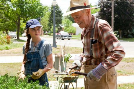 Flipped (L-r) MADELINE CARROLL as Juli Baker and JOHN MAHONEY as Chet Duncan in Castle Rock Entertainment's coming-of-age romantic comedy 'FLIPPED,' a Warner Bros. Pictures release. Photo by Ben Glass
