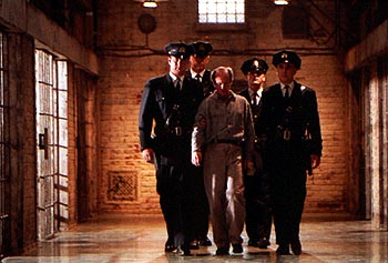 The Green Mile Prison guards Tom Hanks, David Morse, Barry Pepper and Jeffrey DeMunn escort prisoner Michael Jeter in Castle Rock's  - 12/99