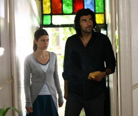 Engin Akyürek Beren Saat and  - Fatmagül'ün Suçu Ne (2010)