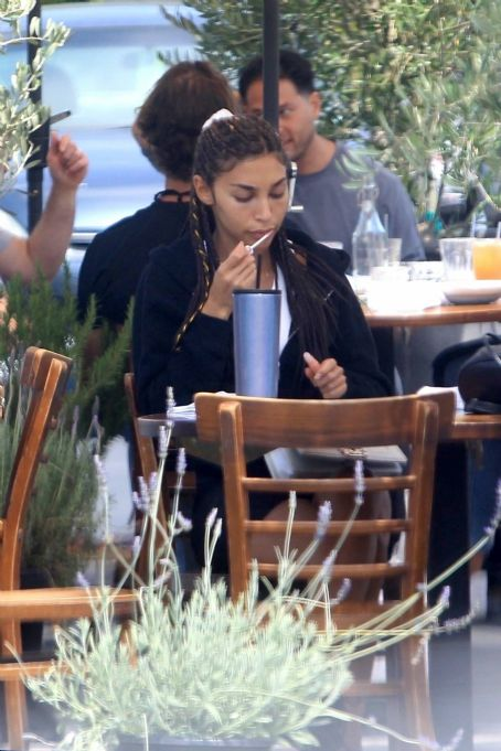 Chantel Jeffries – Having lunch at Mauro's Cafe in West Hollywood