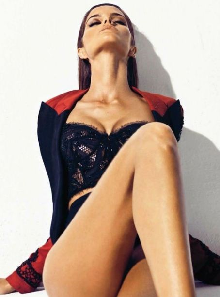 Izabel Goulart - Harper's Bazaar Magazine Pictorial [Spain] (April 2012)