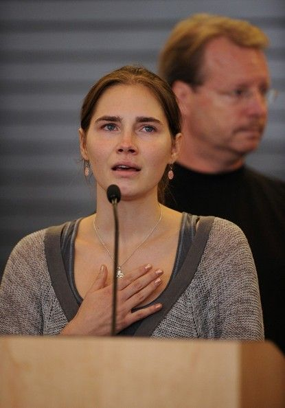 Amanda Knox  lands in Seattle 10/4/2011