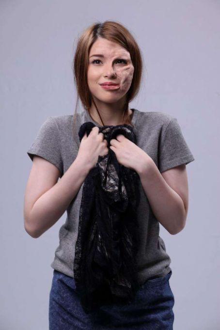 Kylie Padilla Blusang Itim (2011)