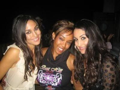 Victoria Crawford - Alicia Fox and the Bella twins