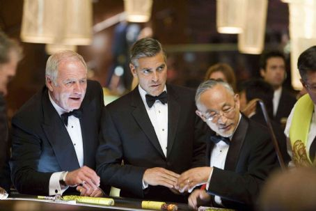 """Jerry Weintraub JERRY WEINTRAUB as Denny Shields and GEORGE CLOONEY as Danny Ocean in Warner Bros. Pictures' and Village Roadshow Pictures' """"Ocean's Thirteen,"""" distributed by Warner Bros. Pictures. The film also stars Brad Pitt, Matt Damon,"""
