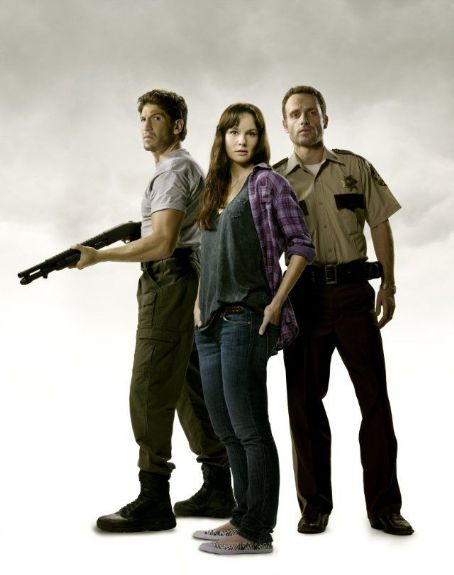 Sarah Wayne Callies and Jon Bernthal The Walking Dead Photo Gallery