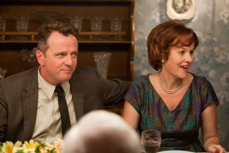 Flipped (L-r) AIDAN QUINN as Richard Baker and PENELOPE ANN MILLER as Trina Baker in Castle Rock Entertainment's coming-of-age romantic comedy 'FLIPPED,' a Warner Bros. Pictures release. Photo by Ben Glass