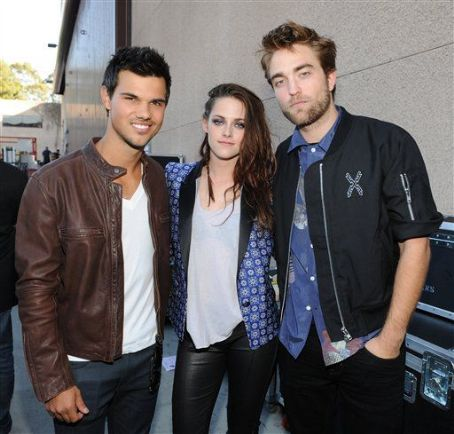 Taylor Lautner - Robert, Kristen, & Taylor Win Big For Twilight at the 2012 Teen Choice Awards