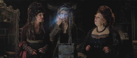 "Lamia (Left to right) Three witches – Empusa (SARAH ALEXANDER)  (MICHELLE PFEIFFER) and Mormo (JOANNA SCANLAN) – pursue their plan to snag a fallen star in ""Stardust."" Credit: Paramount Pictures. © 2007 Paramount Pictures. All Right"