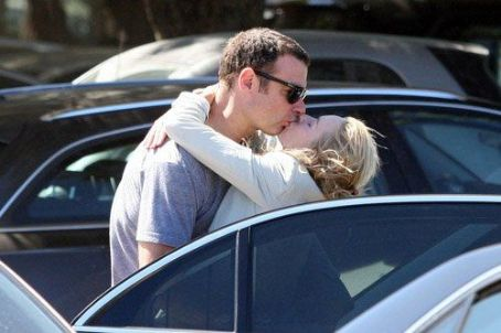 Liev Schreiber and Naomi Watts - Naomi Watts and her long time partner Liev Schreiber sharing a long kiss in a parking lot in Saint Tropez (July 15)