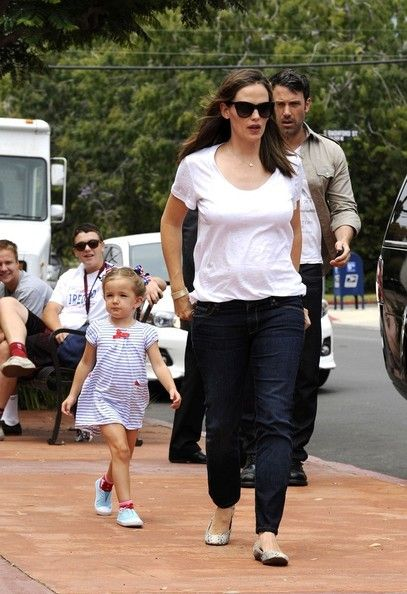 Jennifer Garner and ben Affleck go to the 4th of july parade in Pacific Palisades