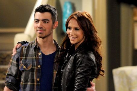 Joe Jonas Guest Stars On 'Hot In Cleveland,' Proves He's Into Older Women (VIDEO)