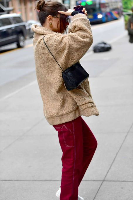 Emily Ratajkowski in Red Pants – Out in New York