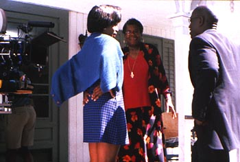 Maya Angelou Alfre Woodard, Director  and Wesley Snipes on the set of Down In The Delta