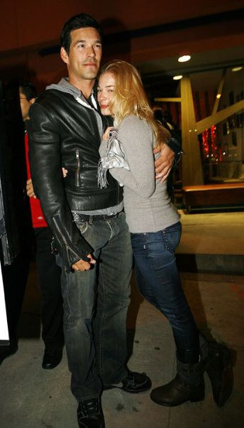 Eddie Cibrian Keeps LeAnn Rimes Warm On Windy Hump Day