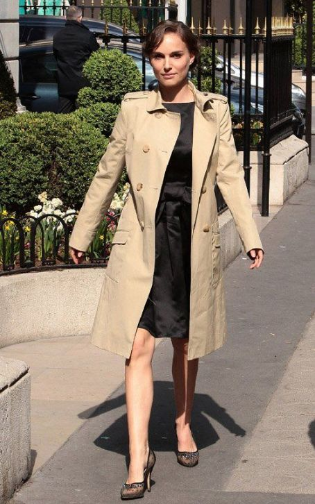 Natalie Portman: Picture-Perfect in Paris