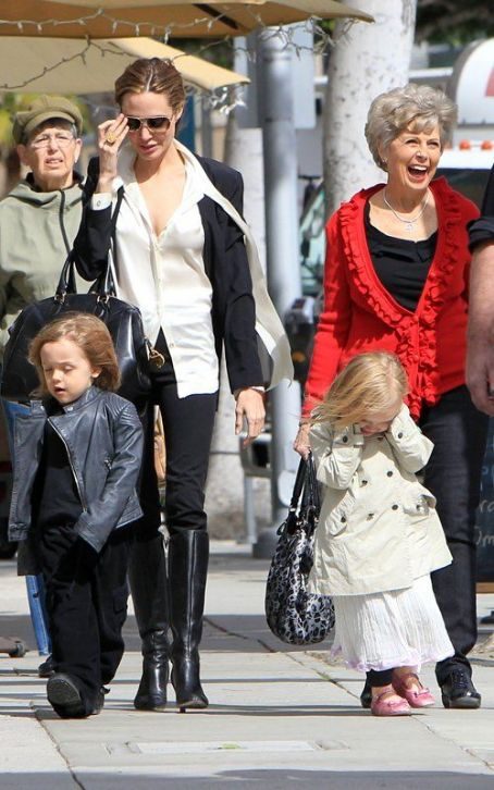 Angelina Jolie: in Beverly Hills