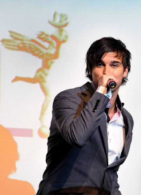 Eric Saade  - the stage magic :)