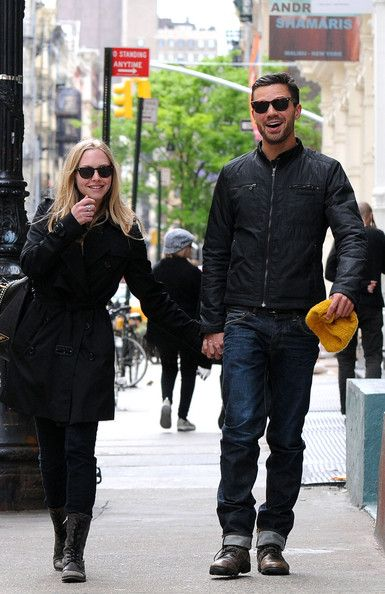 Amanda Seyfried and Dominic Cooper Walk in SoHo