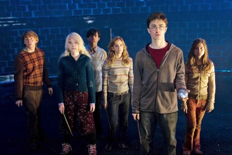 Matthew Lewis (L-r) RUPERT GRINT as Ron Weasley, EVANNA LYNCH as Luna Lovegood, MATTHEW LEWIS as Neville Longbottom, EMMA WATSON as Hermione Granger, DANIEL RADCLIFFE as Harry Potter and BONNIE WRIGHT as Ginny Weasley in Warner Bros. Pictures' fantasy 'Harry Po