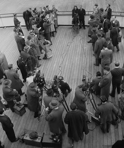 Duchess of Windsor - Surrounded by the news press, 1946.