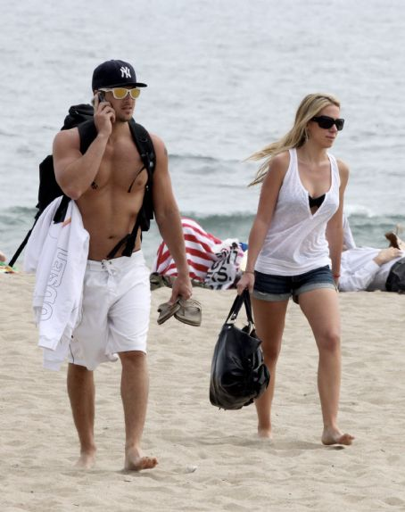 Nick Zano and Haylie Duff - Haylie Duff And Nick Zano At Zuma Beach In Malibu - 05/09/09