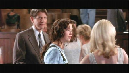 Peter Coyote Mandy Moore as Jamie Sullivan in A Walk to Remember - 2002
